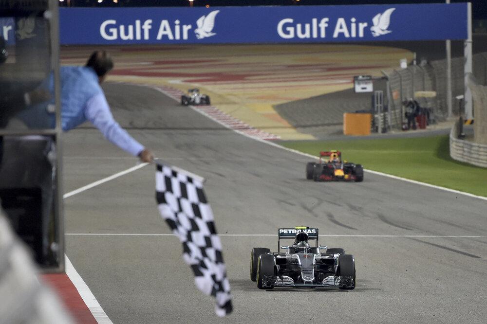 Aj v Bahrajne prišiel do cieľa ako prvý Nemec Nico Rosberg na Mercedese.