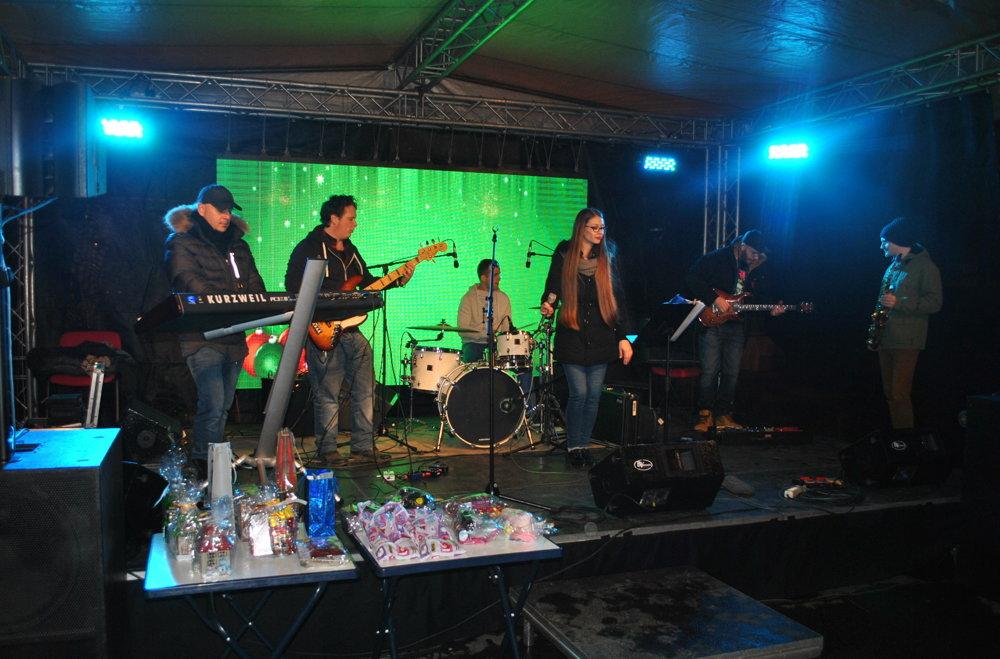 Hudobná skupina Suadband hrala do uška a niektorým aj do tanca.