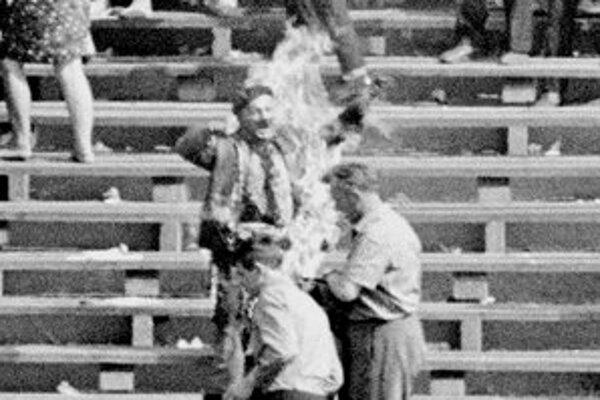 Siwiec sa 8. septembra 1968 polial benzínom a podpálil na varšavskom štadióne za prítomnosti vedenia poľskej komunistickej strany, diplomatov a 100-tisíc divákov.