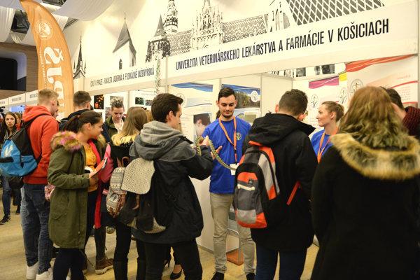 Na snímke 10. ročník medzinárodného veľtrhu vzdelávania Pro Educo v Spoločenskom pavilóne v Košiciach 29. novembra 2016. Počas troch dní sa na ňom prezentuje viac ako 70 vystavovateľov.