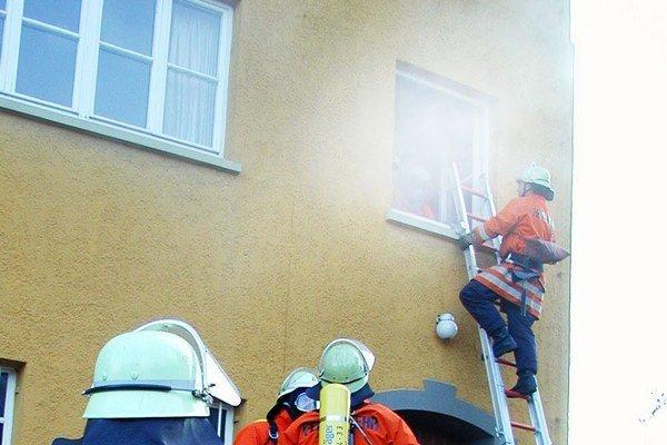 Pri výstavbe nezabúdajte na dozor a kontrolu hasičov, odporúčajú odborníci. Problémom však bývajú nejednotné požiadavky pre posudzovanie novostavieb a zmien existujúcich stavieb.