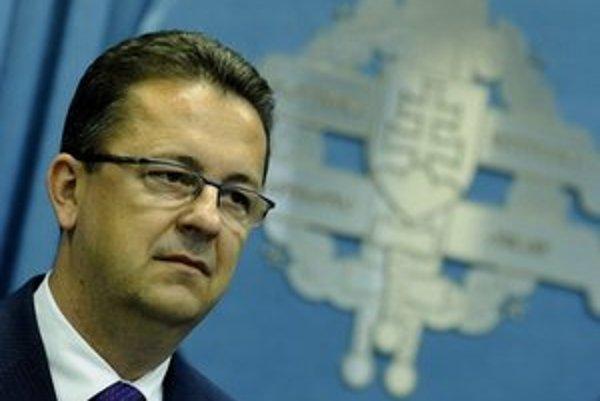 Exinister obrany Martin Glváč.