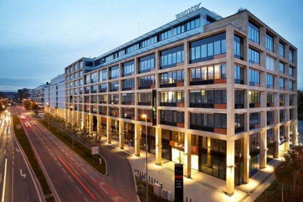 Kancelársku budovu dokončili v roku 2012, je v nej zhruba 19 500 štvorcových metrov prenajímateľnej plochy. Cena presiahla 50 miliónov eur.