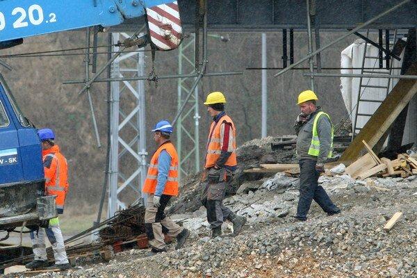 Ak firmy plánujú naberať nových pracovníkov, záujem je predovšetkým o robotnícke profesie, prípadne technicko-hospodárskych pracovníkov.