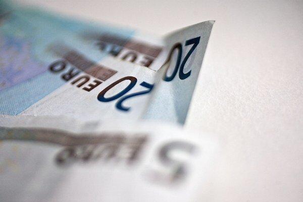 Mimoriadne nízke úrokové sadzby v eurozóne zvyšujú pravdepodobnosť, že vzniknú bubliny.