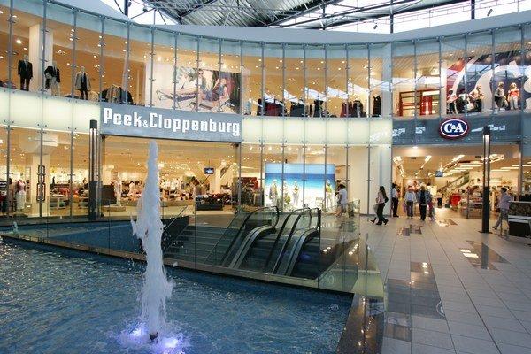 Obchodné centrá sú na Slovensku také populárne, že úplne zatlačili do úzadia tradičné nákupné ulice, a to nielen v regiónoch no aj v Bratislave.