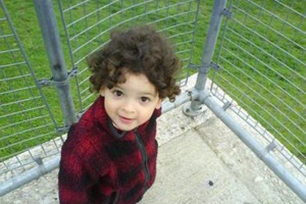 Takto vyzeral Adam, keď bol pred rokmi ešte s mamou.
