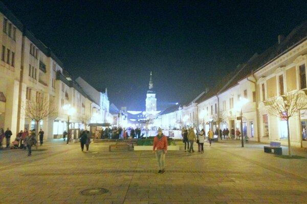 Na nočnú Trnavu sa  môžu návštevníci pozrieť z  veže.