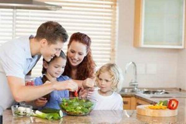 Spoločné jedlo si chcú zaneprázdnené ženy užívať s rodinami.