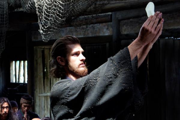 Andrew Garfield vo filme Silence.