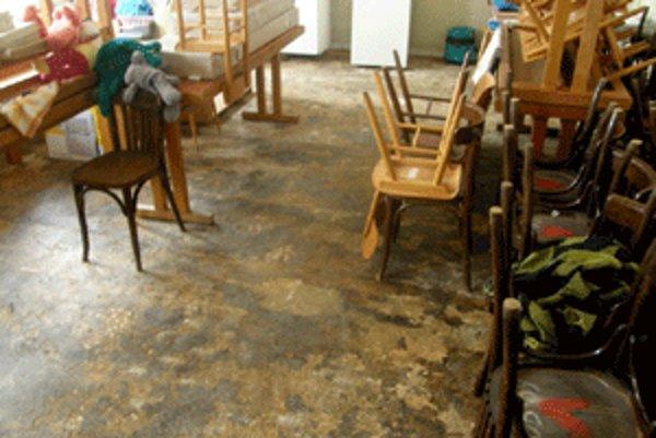 Vo Veľkej Čause veria, že zničenú škôlku do mesiaca opravia.