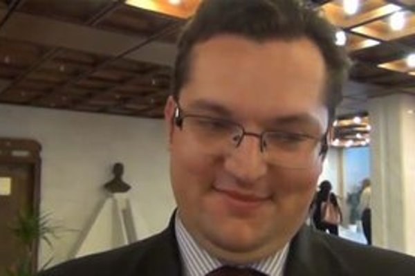 Andrej Kolesík klamal do kamery.