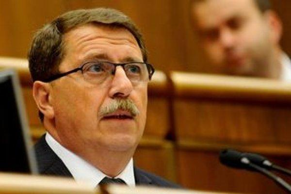 Paška sa dnes stretol aj s novým maďarským veľvyslancom, ktorému tlmočil svoju nespokojnosť.