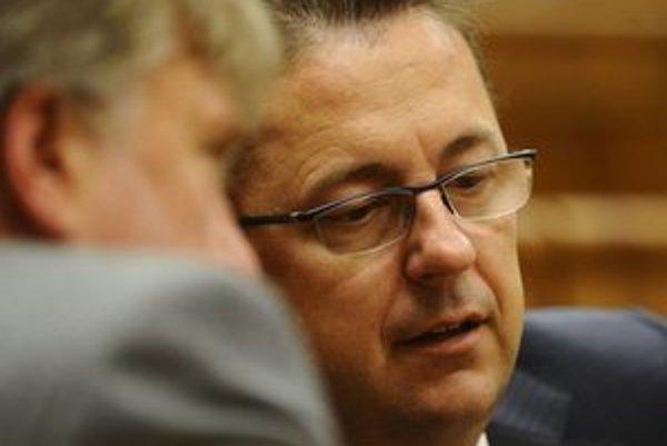 Minister obrany Martin Glváč by mal mať jednu tajnú službu.