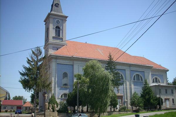 Kostol zasvätený svätému Michalovi Archanjelovi.