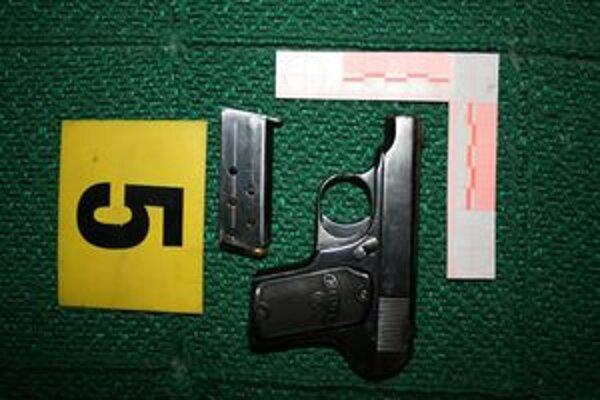 Pištoľ mal v nelegálnej držbe 63-ročný dôchodca.