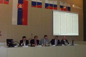 Župan Peter Chudík navrhol odmenu aj poslancom.
