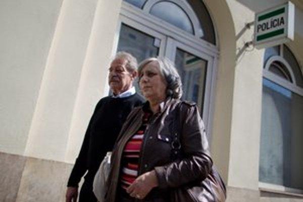 Manželia Janovicovci útok nahlásili na polícii.