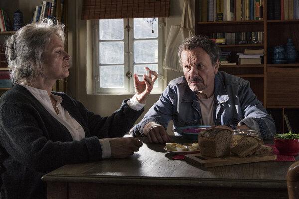 Agniezska Mandat a Miroslav Krobot v hlavných úlohách filmu Cez kosti mŕtvych.