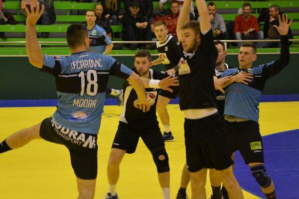 Hádzanári Topoľčian pred Vianocami odohrajú ešte dva zápasy.