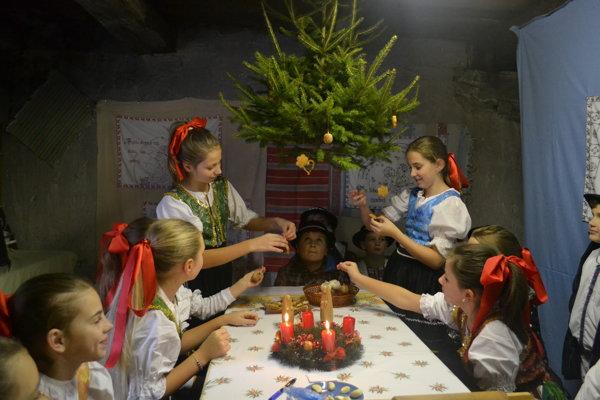 Vianočné stromčeky. Boli kedysi výsadou majetnejších rodín.