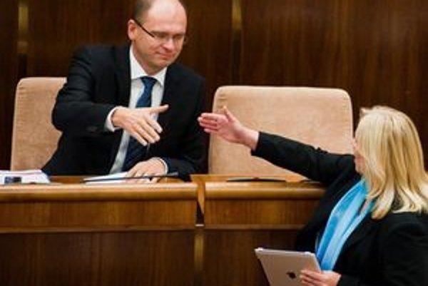 Sulíkove esemesky sa premiérke Radičovej nepáčili.