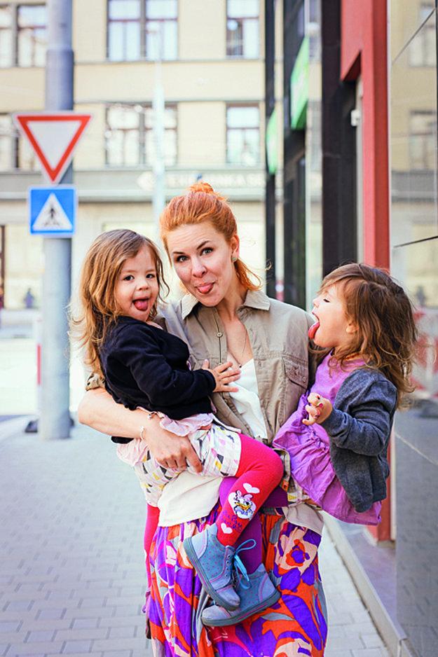 Kristína Farkašová so svojimi dvomi dcérami