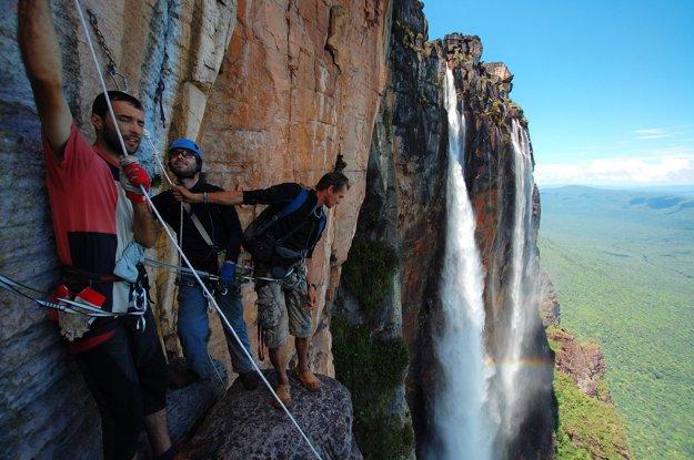 V stene najvyššieho vodopádu sveta – Angel Falls vo Venezuele.