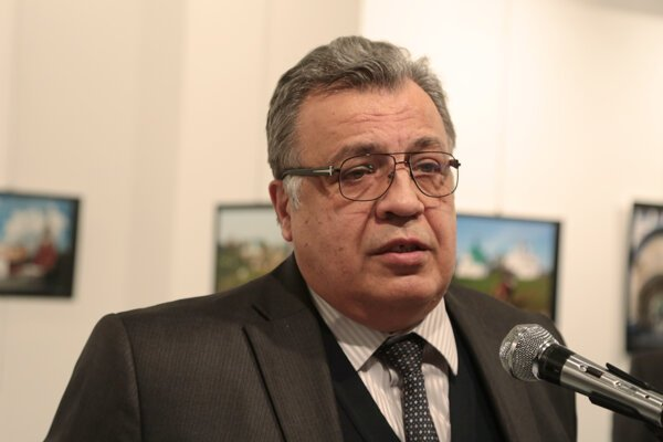 Zastrelený ruský diplomat v Turecku Andrej Karlov.