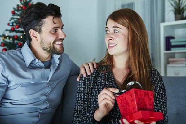 Prekvapenie sa často môže skončiť sklamaním. Pri výbere dobrého daru musíte zmeniť svoje rozmýšľanie.