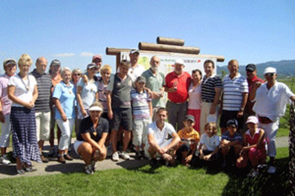 Golfisti sa rozhodli pomôcť zatopenej škole.
