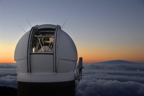 Observatórium Pan-STARRS1 na Havajských ostrovoch.