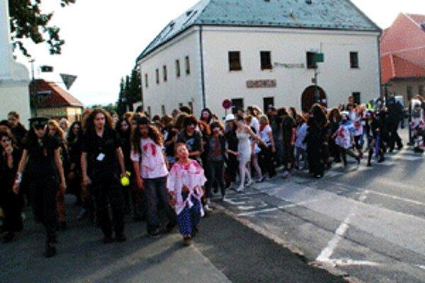 Zombíci, ktorí prešli z Bojníc až do Prievidze, vzbudzovali pozornosť.