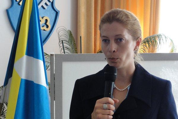 Alžbeta Esterková si vyžiadala sprievod. Na kontrolu do Technických služieb sa vybrala s prednostom mestského úradu Mariánom Kováčom.