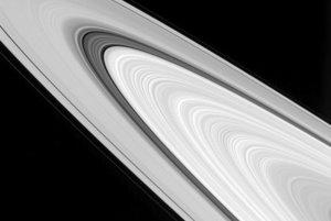 Detailná štruktúra prstencov Saturnu.