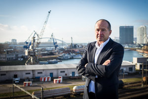 Jaroslav Michalco (53) je riaditeľom spoločnosti Slovenská plavba a prístavy, ktorá je prevádzkovateľom nákladných prístavov v Bratislave a Komárne. Spoločnosť riadi od decembra 2006. Vyštudoval ekonomiku zahraničného obchodu na Vysokej škole ekonomickej, terajšej Ekonomickej univerzite v Bratislave.