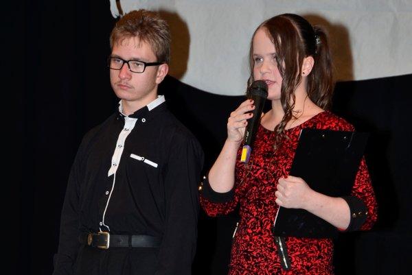 Samko so sestričkou Viktorkou. Spoločne odmoderovali program benefičného koncertu.