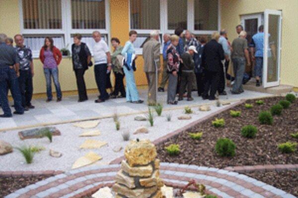 Nové priestory obecného úradu si prišlo pozrieť mnoho obyvateľov Lehoty.