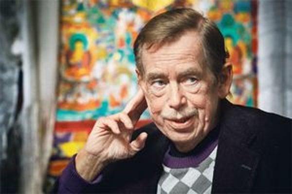 """Výraz """"humanitárne bombardovanie"""" Václav Havel nepoužil."""