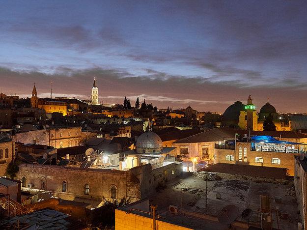 V Izraeli sa odporúča cestovať s organizovanými zájazdmi, alebo využívať individuálnu dopravu taxíkom.