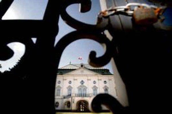 Informácie o projekte a peniazoch pre Osrblie išli k obvineným priamo z Úradu vlády.