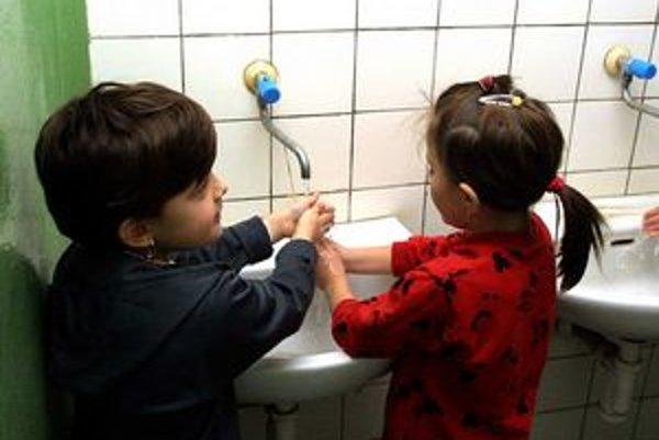 V niektorých škôlkach chcú peniaze aj na hygienické potreby.