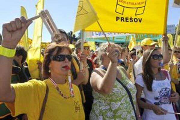 Učitelia zatiaľ pripravovaný štrajk odložili.