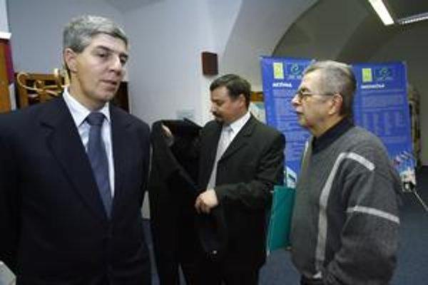 Predsedovia MostaHíd a SMK Béla Bugár a József Berényi. Ich strany sa budú musieť opäť rozhodnúť, či sa dohodnú, alebo pôjdu do rizika.
