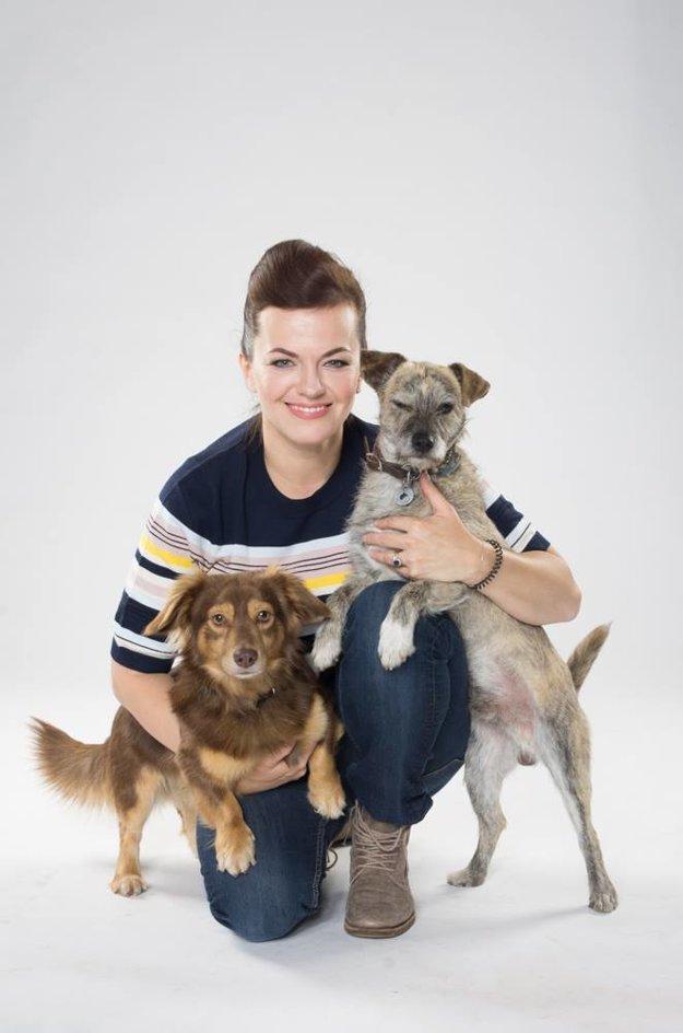 Akčná mama. Zvláda dieťa, manžela, rodinu, prácu aj dvoch psov - Kašpara a Melichara.