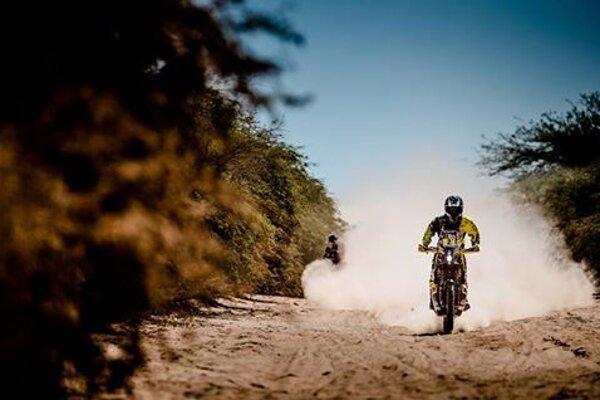Oravský motocyklista sa stále drží v top desiatke.