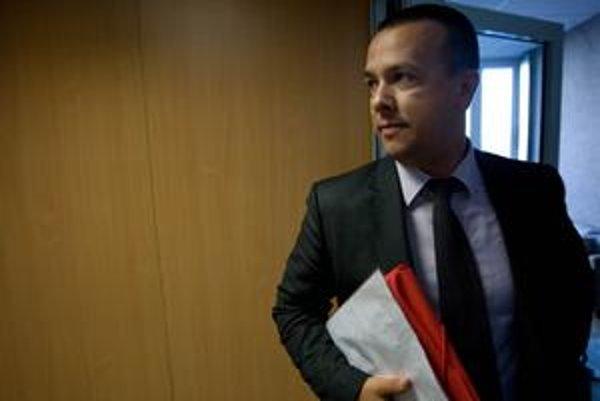 Juraj Miškov chce tajiť platy.