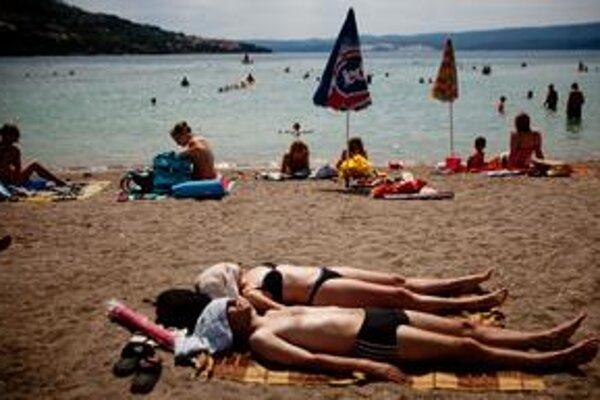 Záujemcov o dovolenku na poslednú chvíľu u nás ubúda. Plánujú sa dopredu, sú tak aj lacnejšie.