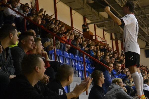 Pre hráčov Futsal klubu Lučenec je podpora fanúšikov dôležitá.