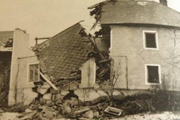 Pre zosuvy bolo zbúraných 189 domov.